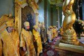 12 июля. Митрополит Павел сослужил Святейшему Патриарху Кириллу за Божественной литургией в Петропавловском соборе.