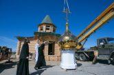 11 июня. Митрополит Павел совершил освящение купола и креста строящего храма во имя праведного Иова Многострадального на городском кладбище г. Нефтеюганск.