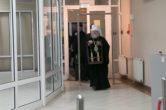28 апреля. В Ханты-Мансийск спецрейсом доставили Благодатный огонь из Иерусалима